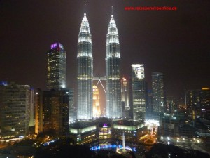 Malaysia_Okt_2015_Twin_Towers_by night